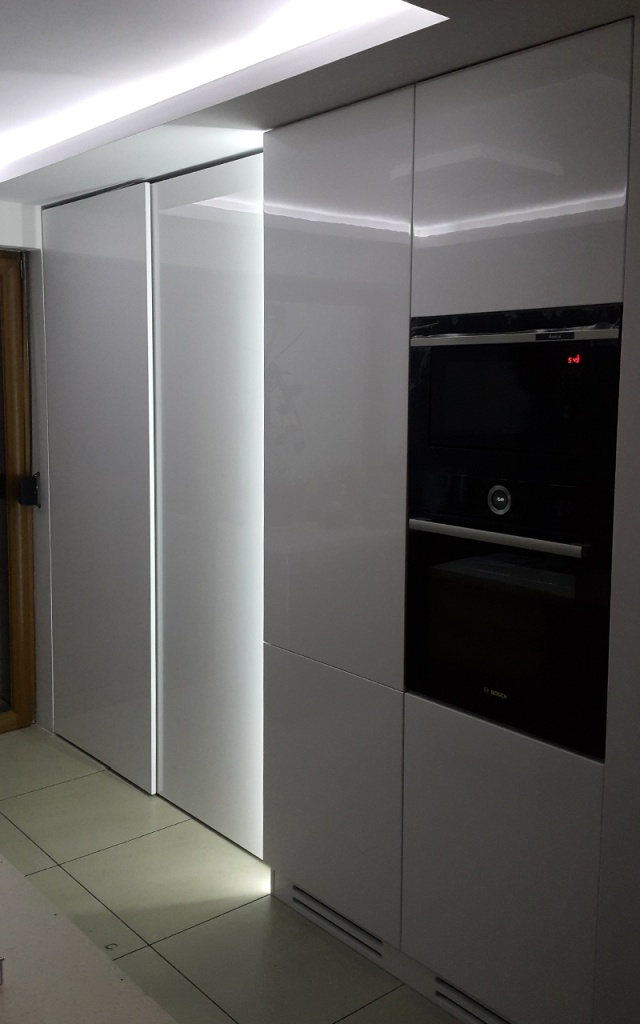 Kuchnia z drzwiami przesuwnymi